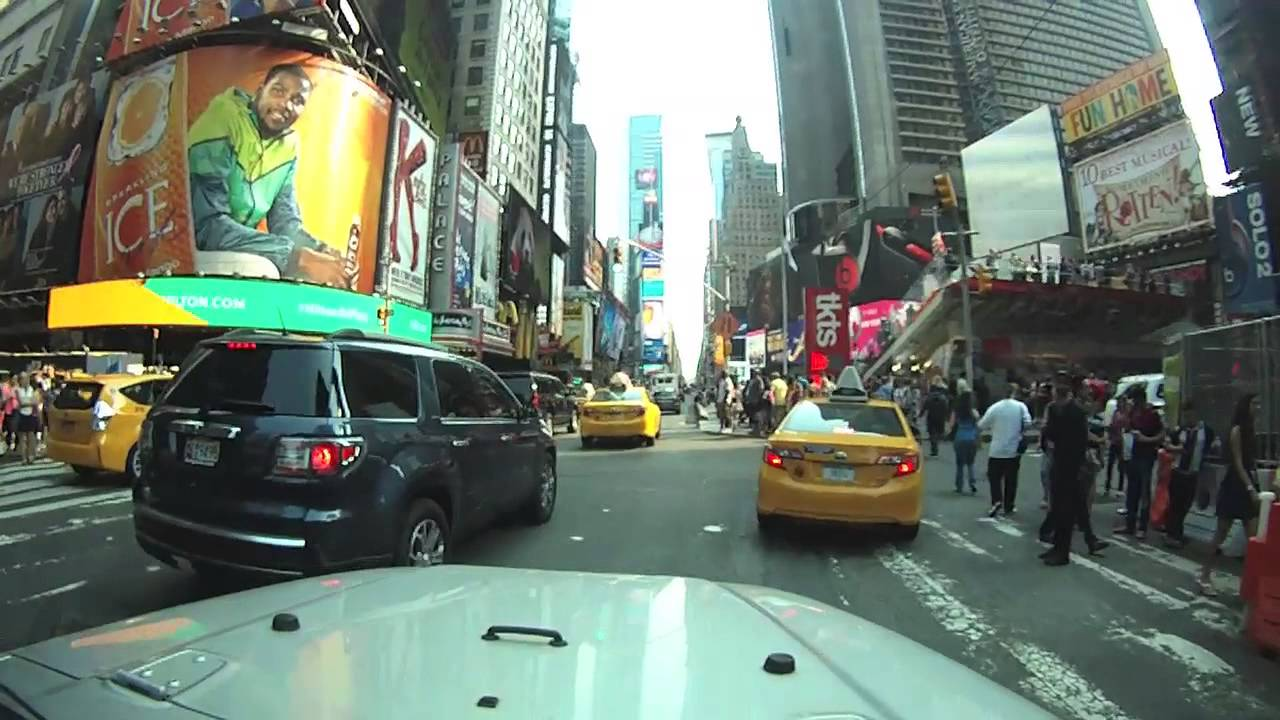 Driving Around Manhattan in 40 Minutes: A Crazy & Dangerous Stunt That Brings a Car Speed Debate