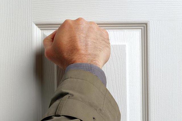 debt-collection-knocking-on-door